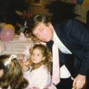 이방카 아버지 트럼프과 함께 찍은 어릴적사진