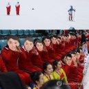 우리 선수 응원하는 북한과 김일성 가면... '극과 극'