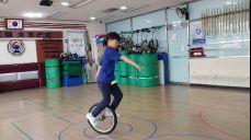 송원초교 한성원 외발자전거 연습(2019 02 28)